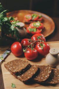 Stoffwechsel anregende Brote wie Fitnessbrote oder Eiweißbrote lassen sich auch in den Diätphasen essen.
